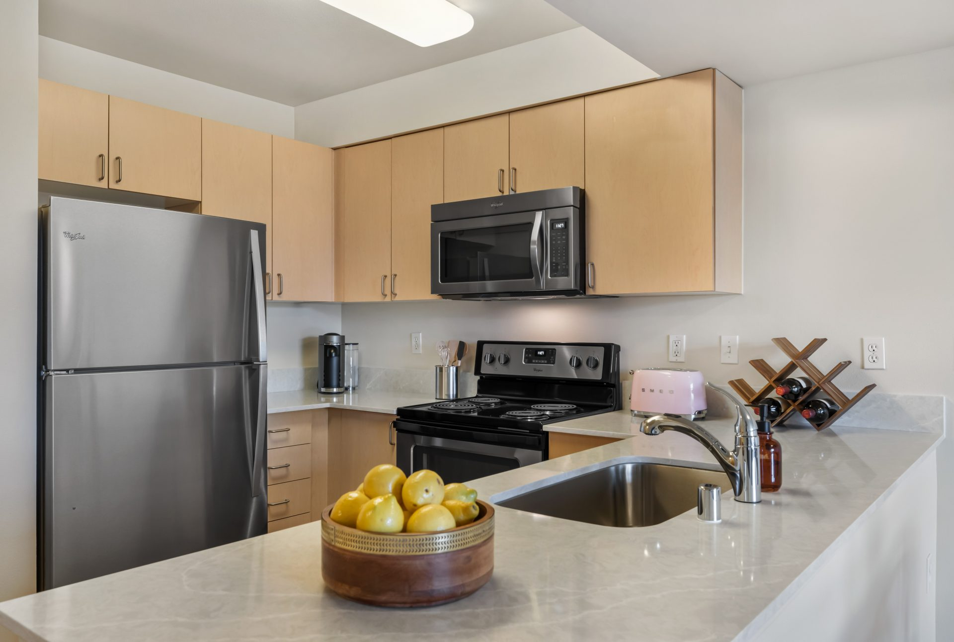 Modern kitchens with granite countertops - Thornton Place Apartments